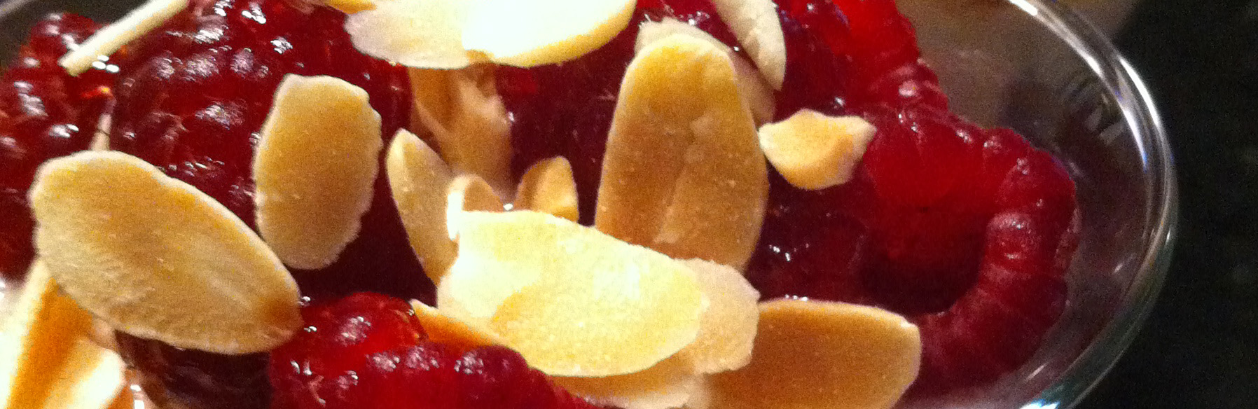 Menu de Baco – Parfait de framboesas com amêndoas e mel