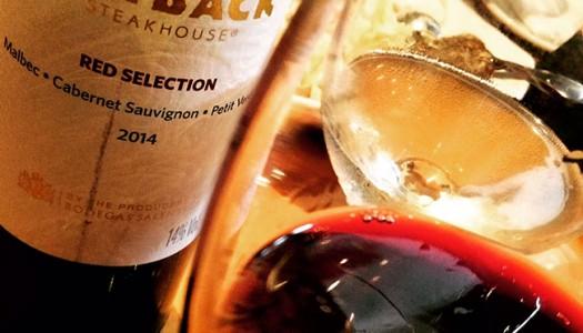 Provei os vinhos de marca própria do Outback: Outback White Selection e Outback Red Selection